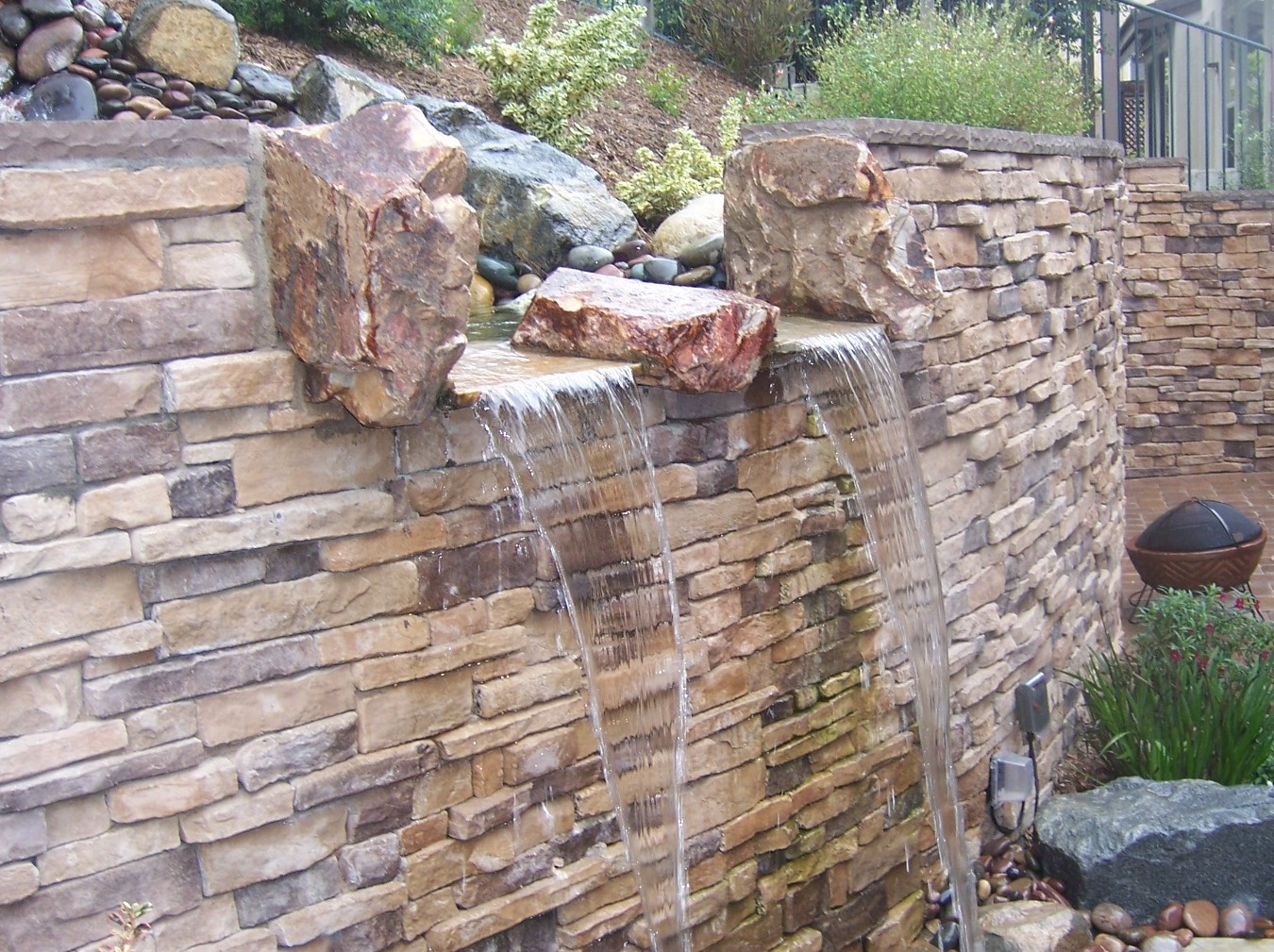The 2 Minute Gardener: Photo - Water Feature on a ... on Backyard Feature Walls id=72113