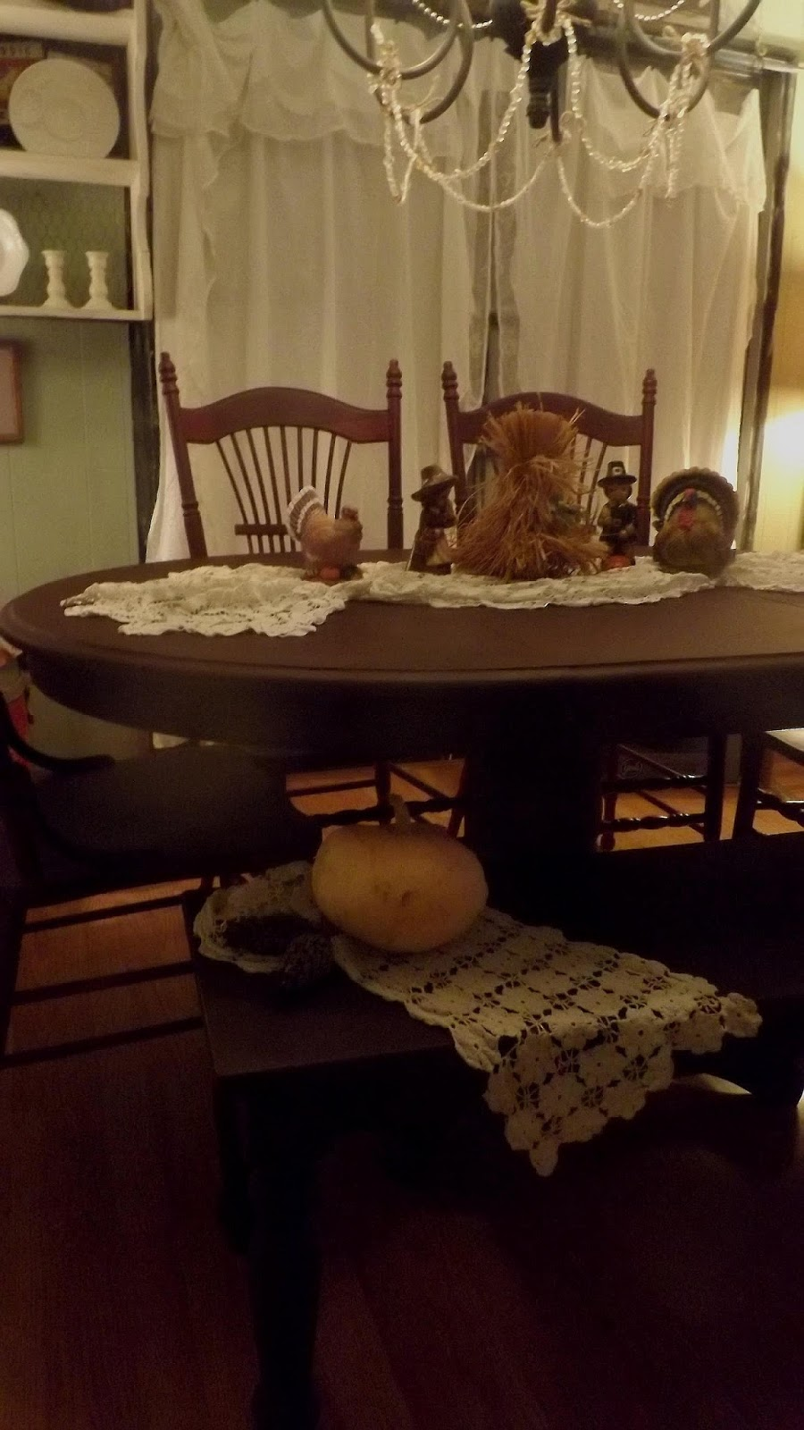 A freshley painted dining table some thrift finds away for Table th not bold