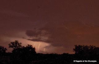 ciel d'orage, éclairs.