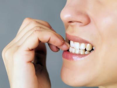 नाखून चबाने के नुकसान