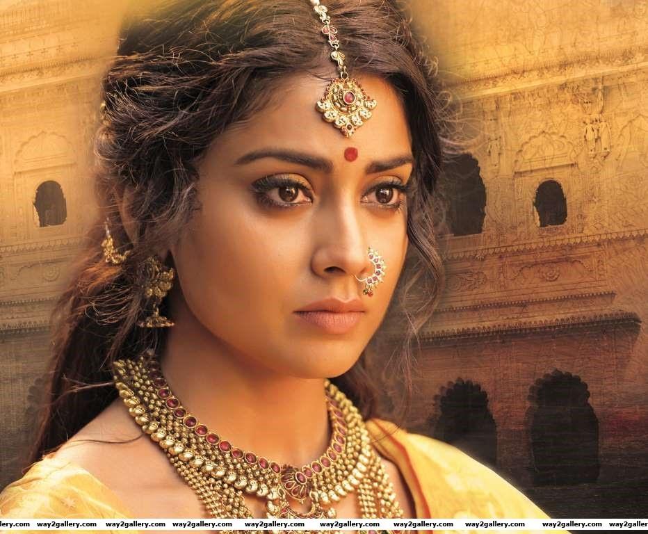 The makers of Gautamiputra Satakarni unveiled the first look of Shriya Saran in the Telugu film