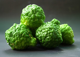 bergamot orange or kaffir lime provide a relaxing and refreshing aroma
