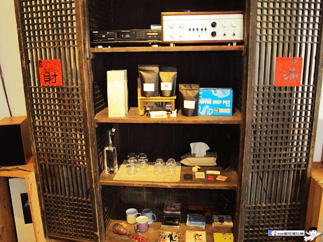 IMG 7073 - 【台中咖啡】台中老屋咖啡新力軍『復興咖啡』,不僅僅有濃濃的文青風,還有正妹老闆娘沖咖啡給你喝~