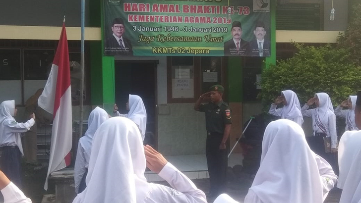 Jadi Inspektur Upacara Bendera, Serda Nursidi Babinsa Koramil 08/Keling