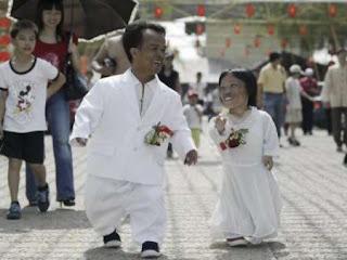 3. Chen Li Guilan dan Tangyong (Pasangan Terpendek di Dunia)