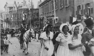 Die Biedermeiergruppe 1932 - Nachlass Joseph Stoll, Album Oald Bensem, lfd.No. 0101, eingescannt 600 dpi, Stoll-Berberich 2015