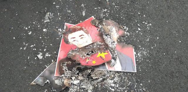 Bendera China dan Foto Presiden Xi Jinping Dibakar Massa di Depan Kedubes RRC