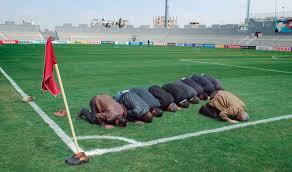 rezando por un gol