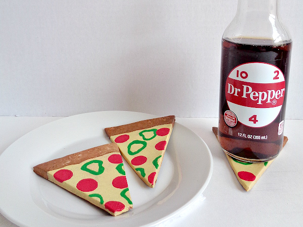 DIY Clay Pizza Slice Coasters on Homedit