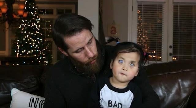 Никто не хочет удочерять девочку с серебряными глазами. Затем женщина замечает одну важную деталь на фотографии и понимает чья это дочь