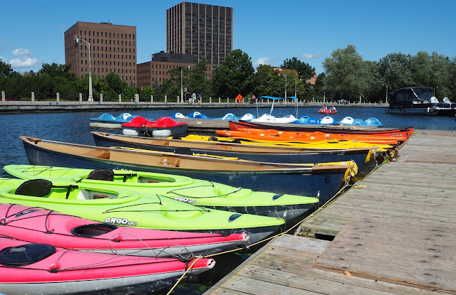 Kayaks SUP Peddle Board Tourist Location in Ottawa
