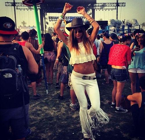 Looks crochê festival música famosas Thayla Ayala