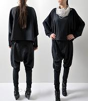 Siyah potur şalvar pantolon giymiş bayan