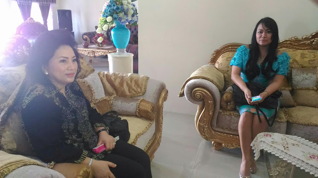 Ketua TP-PKK Sulut, Ibu Ir Ritha Dodokambey-Tamuntuan didampingi Wakil ketua, Ibu dr Kartika Devy Kandouw-Tanos.