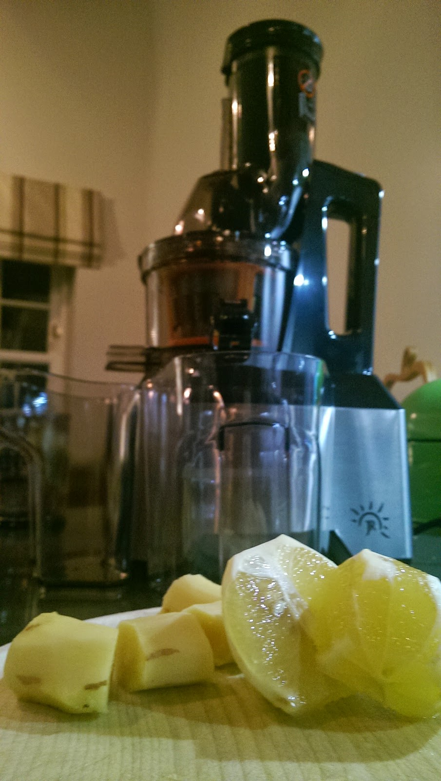 JR8000 Ultra Whole Slow Masticating Juicer Review by Fifi Friendly