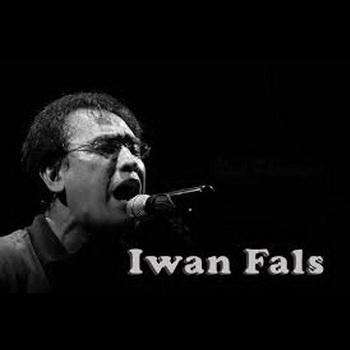 gambar Iwan Fals nyanyi-konser