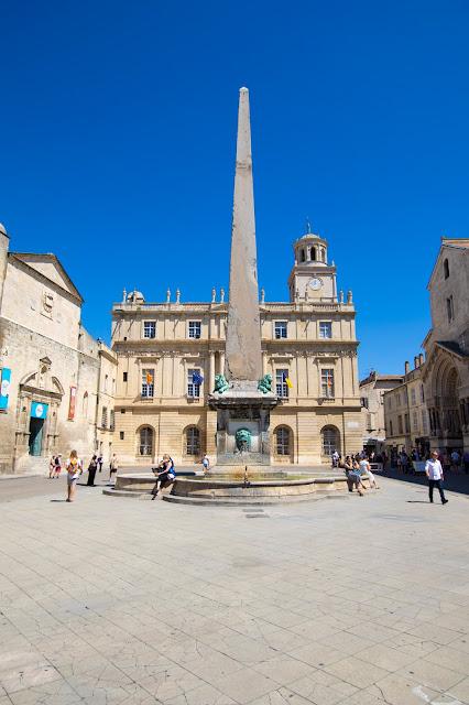Place de la Republique-Arles
