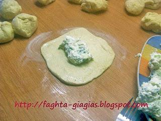 Μυζηθροπιτάκια με τραγανό σπιτικό φύλλο (κουρού) - από «Τα φαγητά της γιαγιάς»