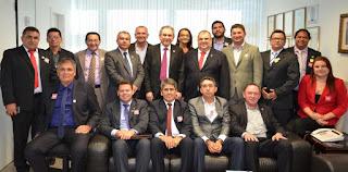Lira recebe 30 prefeitos eleitos da PB em seu gabinete
