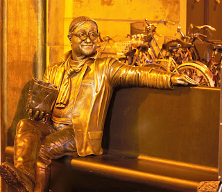 The bronze sculpture on Lucio Dalla near his home in Bologna