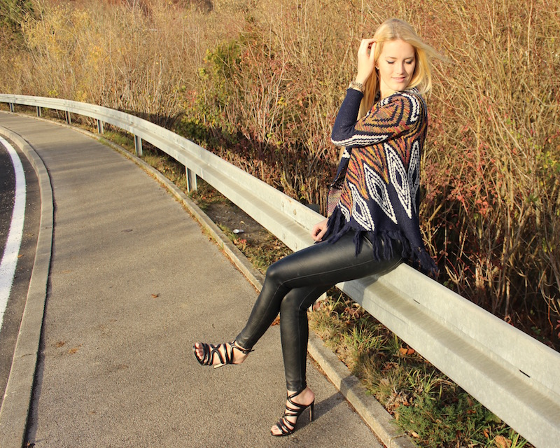 Fashion Outfit of the day: Fransen Strickcardigan mit Aztekenprint