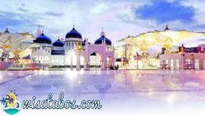 Berwisata Religi ke Masjid Baiturrahman Aceh