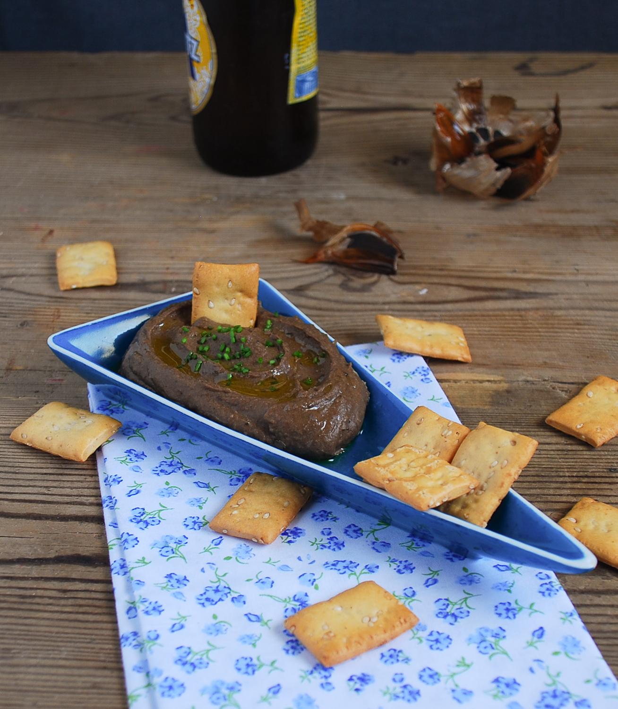 Hummus de judías blancas y ajo negro