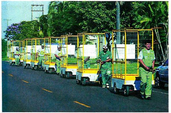 Disponível em: <http://caroldaemon.blogspot.com/2011/06/o-mito-da-embala-  gem-sustentavel-manual.html>