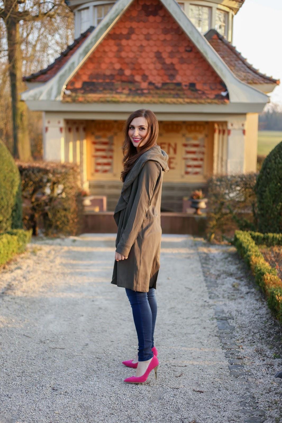 Fashionblogger aus Frankfurt - Frankfurt Blogger - Fashionstylebyjohanna - Khaki Mantel -Pinke Schuhe und Khaki Mantel - Bloggerstyle