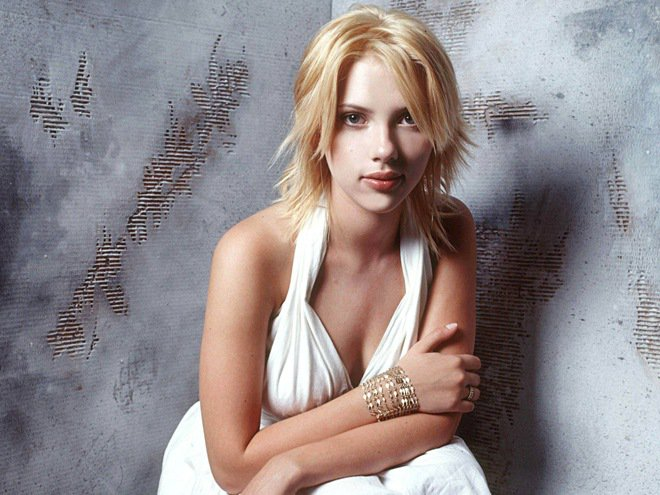 Scarlett Johansson biography and beautiful wallpaper