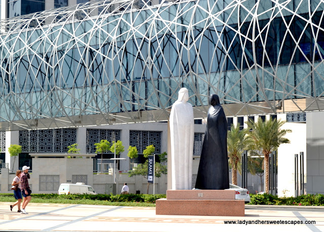 art sculptures in Downtown Dubai