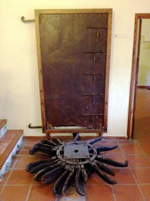 Porta ferrada de l'assut d'En Carròs