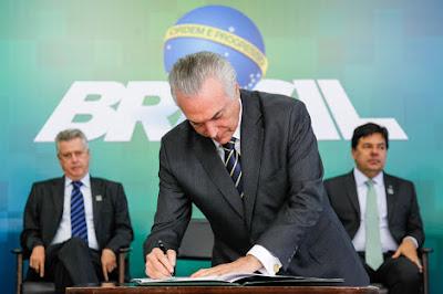 Temer extingue 60 mil Cargos Públicos Federais
