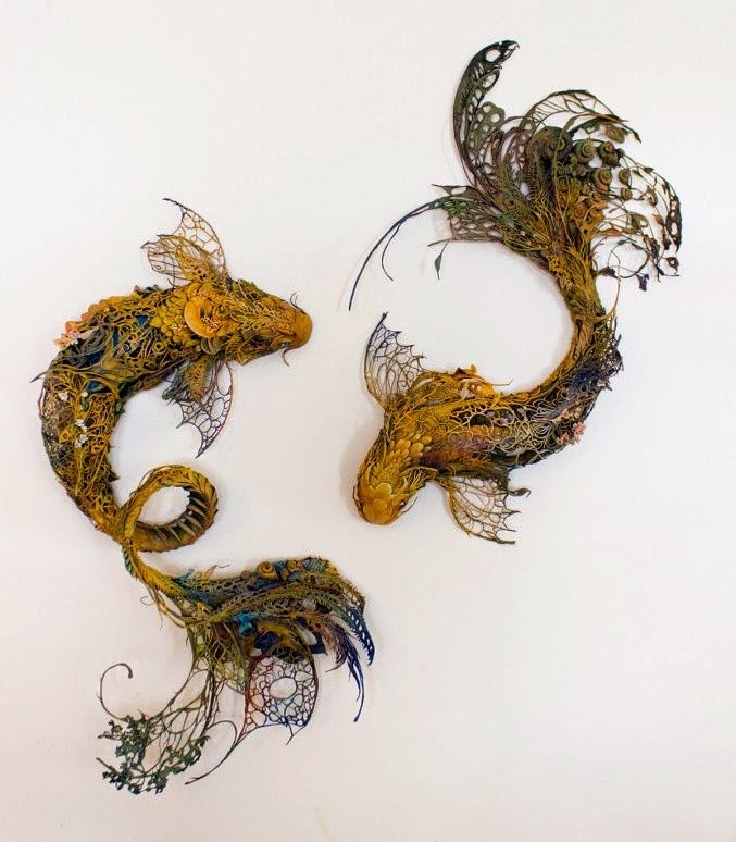Fantásticas esculturas surrealistas con peces y plantas