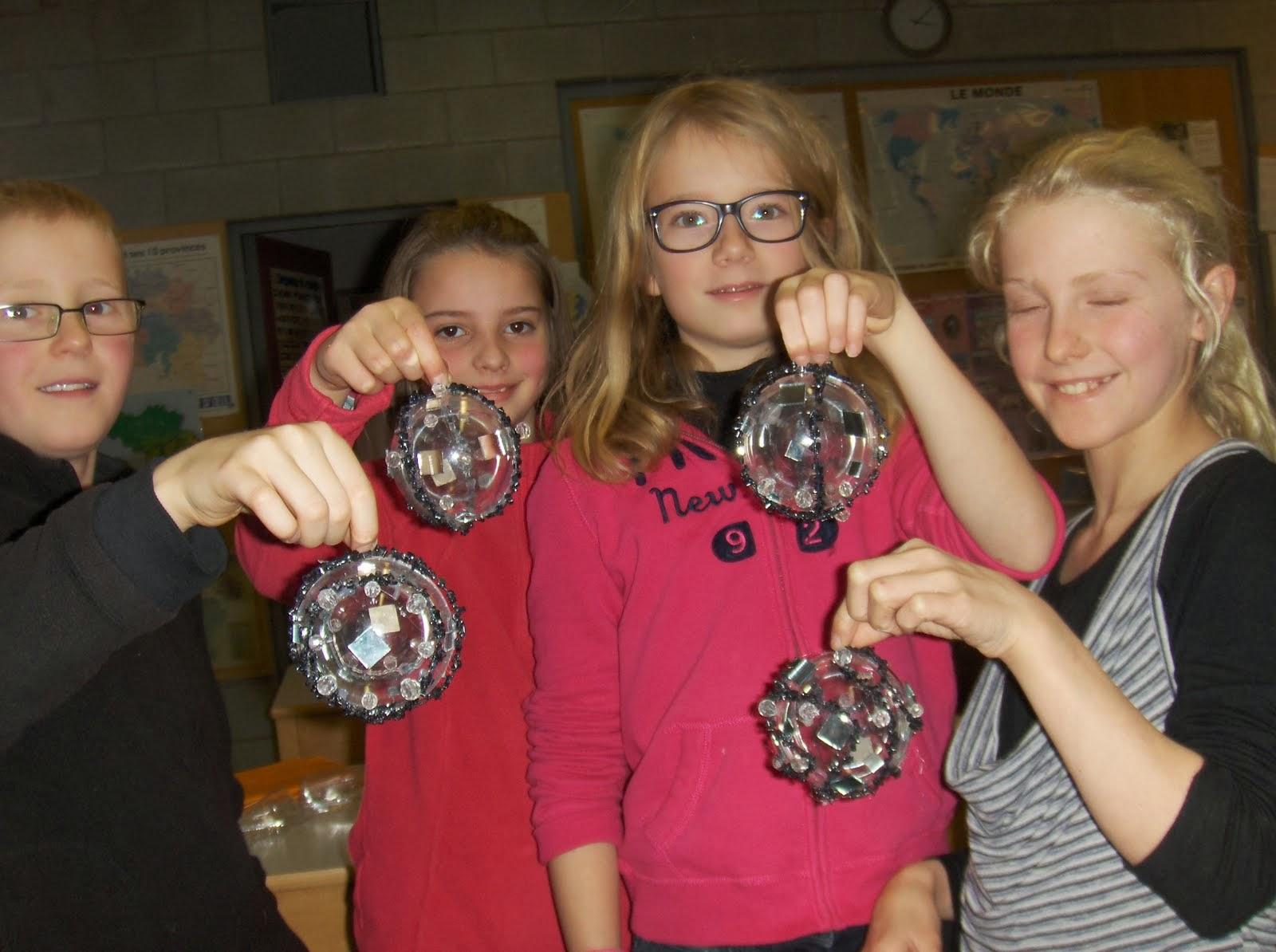 C'est devenu une tradition, chaque année, les élèves vendent des boules de  Noël au profit du Télévie. Cette année, vous avez encore été généreux, ...
