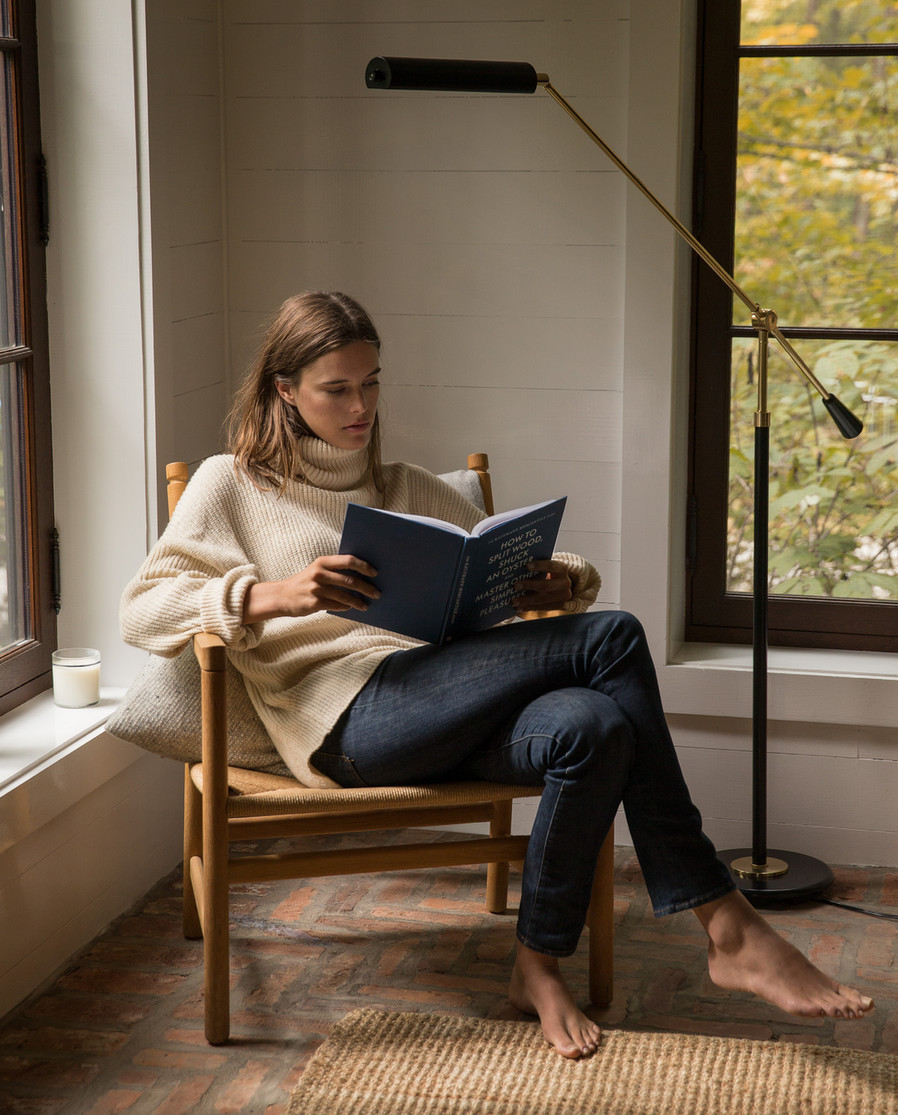 This Classic Outfit Is Perfect for Weekend Lounging — Beige Turtleneck Sweater and Dark-Wash Skinny Jeans