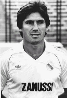 Carlos Alonso Santillana with Real Madrid jersey 1975
