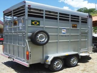 Trailer para 3 cavalos