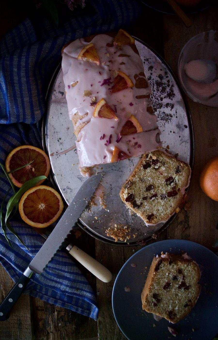 Plum cake ingles con glaseado de naranja sanguina