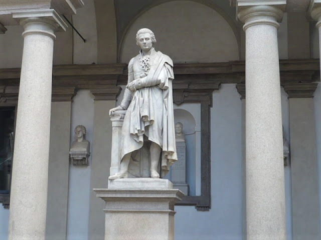 statua pietro verri cortile di brera