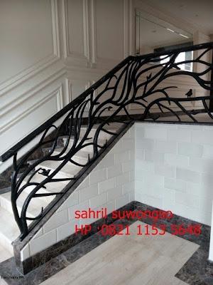 railing tangga klasik untuk rumah klasik