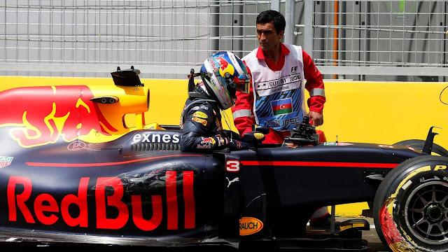 Tabrak Pembatas Saat Latihan Bebas, Ricciardo Dapat Kritik