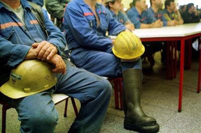 http://www.jn.pt/economia/interior/mineiros-de-neves-corvo-contra-horario-laboral-de-quase-11-horas-8484057.html