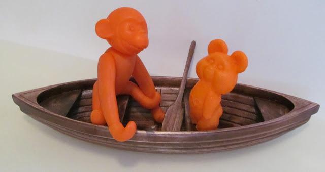 лодка-игрушка из дерева