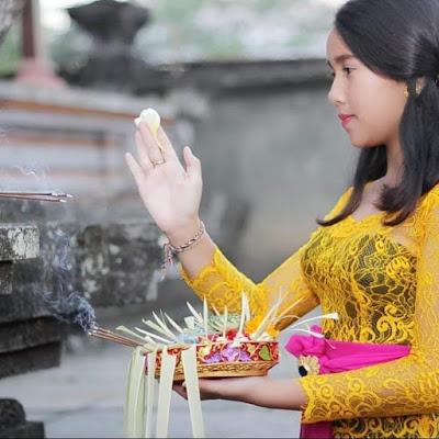 Keanggunan wanita Bali