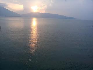 Spot #Sunset yang Hipnotis Ribuan Traveler