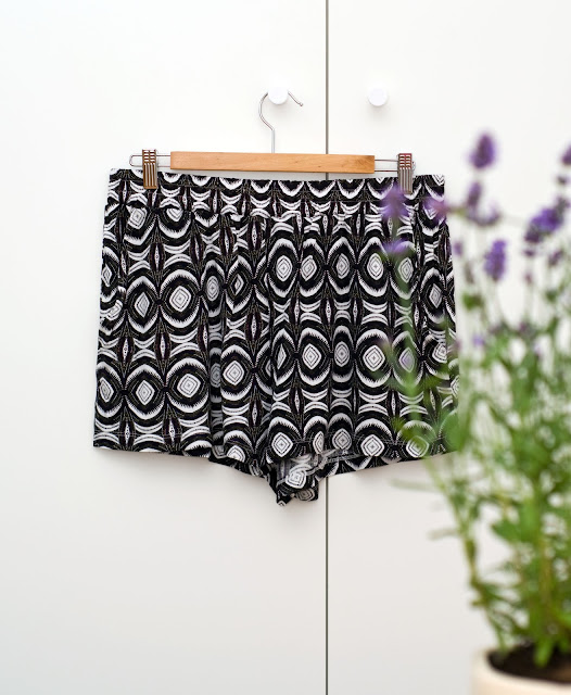 krótkie szorty h&m wyprzedaż kolorowe we wzory