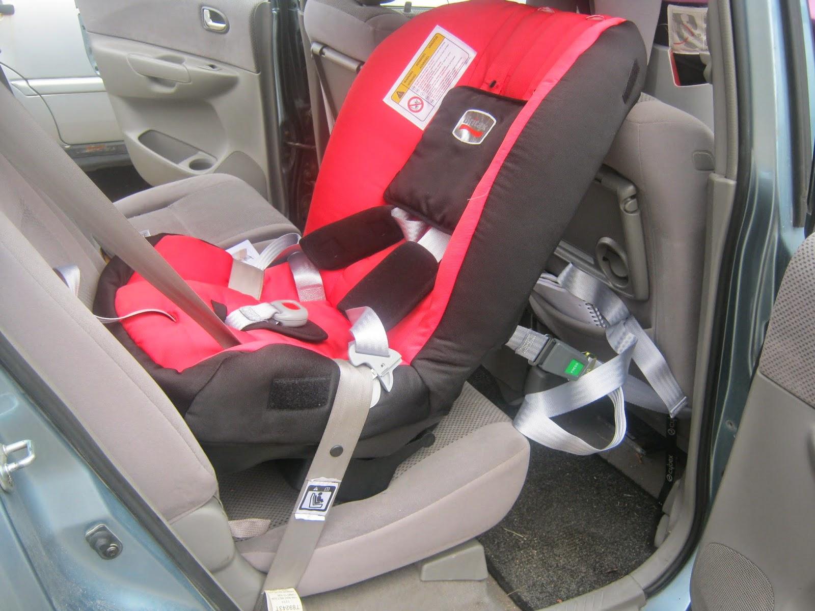 8a40c36b602 Turvatool kinnitub autosse rihmadega ja seda saab paigutada nii eesistmele  kui tagumisele istmele. Sobib pika ja lühikese turvavööga autosse (erinevad  ...