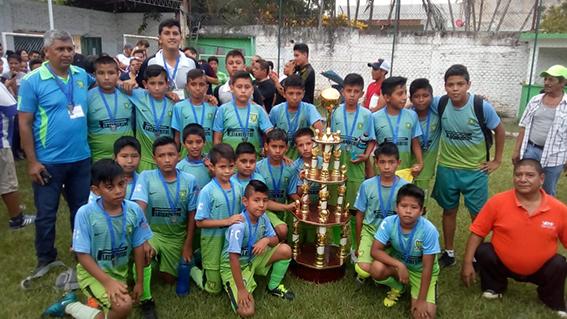 Digna final entre Plataneritos FC y Huracan de Tlapacoyan, terminando hasta la serie de los penales