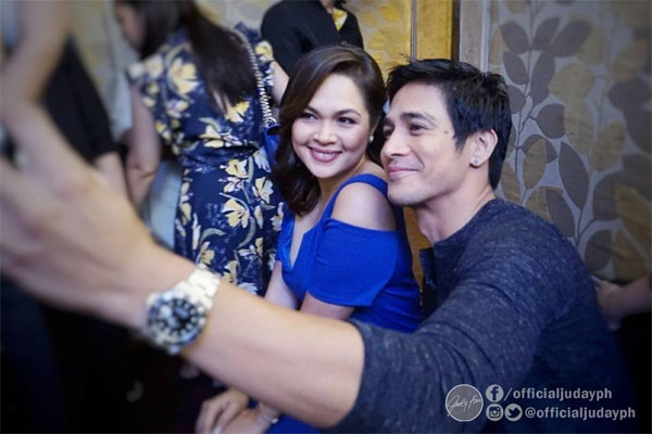 Judy Ann Santos and Piolo Pascual pose for a selfie